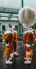 2019-05-11 - Samedi - 131/365 - Ecoute du rap belge - (La Smala) (Robert - Photo du jour) Tags: 2019 mai rue fox homme chien fuckinlife bernardlavilliers trottoir femme noir paris enlaisse stphotographia