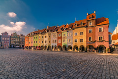 Sunrise in Poznan (Vagelis Pikoulas) Tags: poznan poland europe travel morning square old town architecture colors colours january winter 2019 day sunny blue sky tokina 1628mm landscape canon city cityscape urban 6d