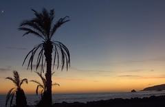 Noches y Días (Tomás Hornos) Tags: sunset atardecer puestadesol almuñécar agua beach playa almunecar playaalmuñécar 35mm objetivofijo primelens fixedlens nozoom mediterráneo mediterranean d7100