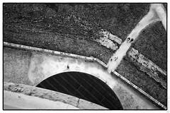 Point de vue (erwannf) Tags: architecture contrasteélevé gens lieuabandonné noiretblanc personne texture noir bretagne france