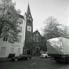 Kirche Berlin Neukölln Kranoldstraße 21.4.2019 (rieblinga) Tags: berlin neukölln kirche kranoldstrase turm gebäude 2142019 analog rollei 6008 ilford fp4 sw adox rodinal 150