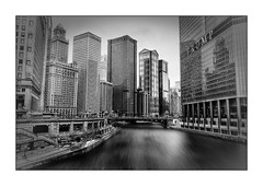 Chicago River (Jean-Louis DUMAS) Tags: urbanisation urbanisme urban town darkness dark artchitecte architecture architect river rivière shot tour building immeuble chicago ville bâtiment architecturale architectural architecte black white noir blanc bw nb noiretblanc