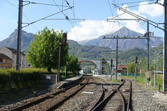 Train tracks @ Cluses @ Hike to Mont Orchez (*_*) Tags: hiking mountain montagne nature randonnee walk marche printemps spring 2019 afternoon may chablais savoie cluses europe france hautesavoie 74