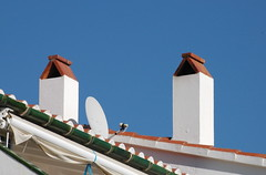Cadaqués  (Costa Brava) (visol) Tags: xemeneies xememeie xemeneie tximinia chimneys chimeneas cheminées camino chamine catalunya catalogne catalonia cataluña chimney camini costabrava tejados teulades tejas tejado teulas barbacana