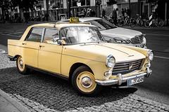 Taxi! (Peugeot 404) (DOKTOR WAUMIAU) Tags: berlin fuji fujifilm fujigear fujilove fujix fujixt20 lightroom xt20 xf1855 xf1855mm peugeot taxi colorkey carpic