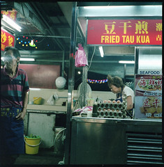 fried (chtaudt) Tags: 2018 night dezember penang color ishootfilm street guerneydrivehawkercenter asia travel filmisnotdead iso800 malaysia reise 6x6 food hawkercentre nikkorpc75mmf28 mittelformat filmphotography zenzabronicas2a push georgetown mediumformat kodakportra400 pasembur strase foodmarket