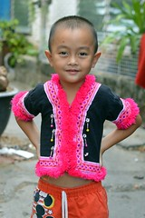 boy with hilltribe top (the foreign photographer - ฝรั่งถ่) Tags: boy child hilltribe top khlong lard phrao portraits bangkhen bangkok thailand nikon d3200