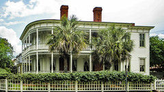Savannah, Géorgia / historic house (swampzoid) Tags: house large porch balcony palm trees savannah georgia historic restored wood frame city urban dwelling home mansion