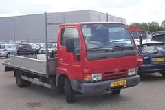 Nissan Trade Pickup 3.0 TDI 28-5-2003 19-BJ-GH (Fuego 81) Tags: nissan trade pickup 2003 19bjgh onk sidecode6 grijskenteken bestelwagen truck xnlp90