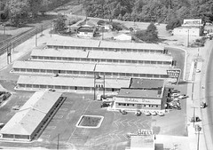 1950s aerial photo of world's first Holiday Inn, Summer Avenue, Memphis, Tennessee (ⓑⓘⓡⓒⓗ from memphis) Tags: bygone littlerock ar usa