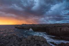Sol, nubes,agua,mar (Alfredo.Ruiz) Tags: canon 5d 1635 islares cantabria mar nubes tormenta