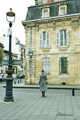 Dulce adiós (Adrit fotografías) Tags: burdeos mujer women calles street streetphotography photos gente people francia france travel viajes viajera streetshooter calle