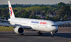 B-7881 - Boeing 777-39PER - LHR (Seán Noel O'Connell) Tags: chinaeasternairlines b7881 boeing 77739per b777 b77w 777 heathrowairport heathrow lhr egll 09r pvg zspd mu551 ces551 aviation avgeek aviationphotography planespotting
