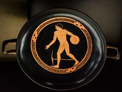 """Athletes LXI – Discobolus (Egisto Sani) Tags: louvre parigi vasi """"antiphon painter"""" """"pittore di antiphon"""" """"red figure"""" """"figure rosse"""" plate """"greek art"""" ceramic"""" pottery"""" """"ceramica greca"""" vases"""" """"caramica attica"""" """"attic """"vasi greci"""" paris """"musée du louvre"""" """"museo del """"g 292"""" g292"""