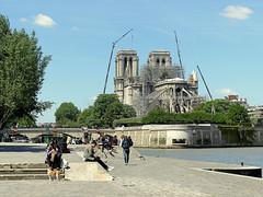 Nore-Dame de Paris (Raymonde Contensous) Tags: paris notredamedeparis cathédrale architecture quais ciel nuages paysage