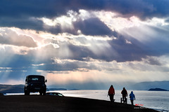 D5G_5961 (愚夫.chan) Tags: 俄羅斯 russia 貝加爾湖 lakebaikal 奧利洪島 olihongisland 西伯利亞聯邦 siberia 冰 雪 冰面 冰裂 湖 lake ice 伊爾庫次克 irkutsk sunset 日落 雲 雲彩 clouds 斜射光