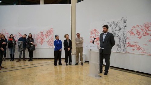 "Cónsul de Portugal inaugurando exposición de Cristina Ataíde • <a style=""font-size:0.8em;"" href=""http://www.flickr.com/photos/124554574@N06/47071885494/"" target=""_blank"">View on Flickr</a>"