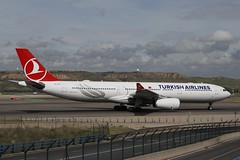 TC-LOF (moloneytomEIDW) Tags: airbus a330 a330300 a333 turkishairlines tclof mad madridairport