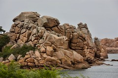 Rock around the ... Britany ! (Faapuroa) Tags: mer sea rocks roc rose granite côte littoral coastline shoreline britany bretagne chaos nikon coolpix p900
