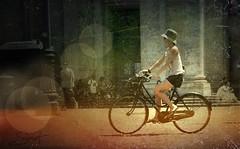 """Viva Italia ... ( P-A) Tags: rome1308 vélé modèle femme élégante style mode coquette goût distinguée sportive active touristes courses voyageurs conditionnement physique santé déplacement photos simpa© """"nikonflickraward"""""""