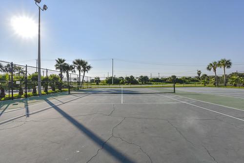 Amenity-Islander East Tennis Court-_LH07813
