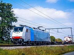 LINΞΛS 186 497 met een hupac trein @ Kermt (Hasselt) (Avinash Chotkan) Tags: lineas traxx br186 trains belgium railpool cargo hupac 186497