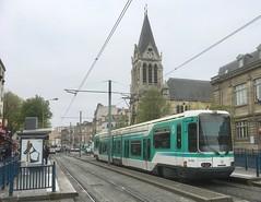 Théâtre Gérard Philipe (ernstkers) Tags: bonde îledefrance lightrail paris ratp streetcar t1 tfs tram tramvia tranvia trolley eléctrico strasenbahn spårvagn