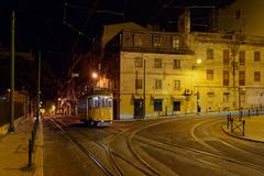 Letzte Tram in die Innenstadt (Carsten Weigel) Tags: tram strassenbahn stadt city carstenweigel panasonicg9 leicasummilux12mmf14 lissabon lisboa lisbon nachtaufnahme nacht night nightphotography