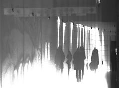 l'oeuvre d'art (photosgabrielle) Tags: photosgabrielle noiretblanc bwphotography bw bwmontreal underground montrealsouterrain montreal urbain city ville people