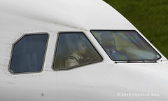 Wizz Air UK A320 ~ G-WUKE (© Freddie) Tags: luton bedfordshire lutonairport ltn eggw ltneggw airbus a320 wizzair wizzairuk gwuke cockpit pilots flightcrew fjroll ©freddie