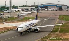 Ryanair B737 ~ EI-DYY (© Freddie) Tags: luton bedfordshire lutonairport ltn eggw ltneggw boeing b737 b738 ryanair eidyy apron bizjets fjroll ©freddie