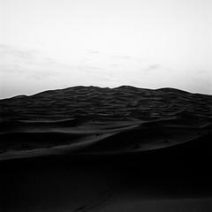 Dawn of the Sahara 1/2 (haribote) Tags: planar tmax landscape 400tmy hasselblad desert 503cw cf80mmf28 kodak
