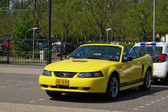2001 Ford Mustang Convertible 3.8 V6 (rvandermaar) Tags: 2001 ford mustang convertible 38 v6 fordmustang sidecode6 46thdv