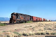 Arch Summit (jamesbelmont) Tags: riogrande drgw potashlocal arch utah canecreekbranch emd gp40 intrepidpotash klondikeflat train railroad railway locomotive