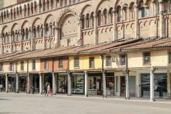 Ferrara-14 (e.berti93) Tags: ferrara architecture architettura art italy brick urban antico monumento castello estense piazza città bike