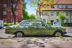 Mercedes-Benz Baureihe 123 (240 D) (DOKTOR WAUMIAU) Tags: berlin fuji fujifilm fujigear fujilove fujix fujixt20 lightroom xt20 asundaycarpic xf1855 xf1855mm mercedes mercedesbenz