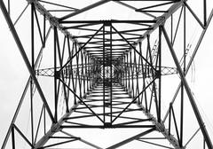 Symmetrie (Der Hamlet) Tags: symmetrie stahlträger nieten strommast strom industrie metropoleruhr versorgung