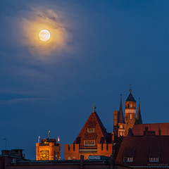 Moolight (Piotr Potepa) Tags: moon moonrise torun toruń poland polska nightscape nightscapes