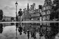 Paris, jour de pluie (kalzennyg) Tags: paris france pluie rain reflections hôteldeville mairie kalzennyg
