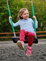 Amanda on the swing (erlingurt) Tags: swing rp eos canon kid