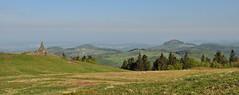 """Panorama (Uli He - Fotofee) Tags: ulrike """"ulrike he"""" uli """"uli hergert"""" hergert nikon """"nikon d90"""" fotofee fotografie hobbie wanderung rhön """"hessische rhön"""" wasserkuppe pferdskopf eube guckaisee himmlisch wandern wolken himmelblau orchideen """"wilde orchideen"""" berge vulkan vulkane"""