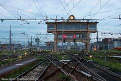 MilanoCentrale_08mag19 (treni_e_dintorni) Tags: milanocentrale cabinaa stazione station rfi züge trenidintorni treniedintorni train signal segnali thomasradice
