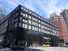 201905117 New York City Lenox Hills (taigatrommelchen) Tags: 20190520 usa ny newyork newyorkcity nyc manhattan lenoxhills icon urban city building shop flag street