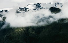 Icelandic mountainscape (desomnis) Tags: landscapephotography landscape landschaft nature iceland island northerneurope traveling travel desmonis canoneos6d canon6d 6d canon canon70300mmf456 moutains skaftafellnationalpark skaftafell glacier clouds