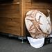 Riesiger Brotlaib aus Kunststoff