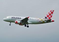 VOLOTEA A319 EI-EZC (Adrian.Kissane) Tags: 2642019 a319 eiezc shannon volotea 2879 shannonairport aeroplane plane jet sky airliner airbus