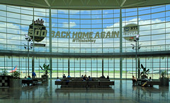 Airport (Hindrik S) Tags: airport hall indiana indianapolis usa unitedstatesofamerica vliegveld luchthaven flugplatz flughafen fly vliegen fleane window panorama architecture indy500 2019 aerodrome sonyphotographing sony dschx90v iaa