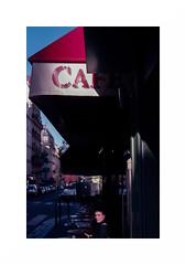 Couleurs parisiennes (Punkrocker*) Tags: nikon fm2n nikkor micro ais 55mm 5528 film kodak ektar 100 couleur color street city people paris france