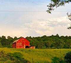 red barn (ekelly80) Tags: virginia shenandoah may2019 spring countryside hume drive red barn sunset light eveninglight goldenhour view