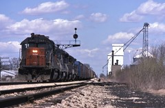 Southbound on the Alton (ujka4) Tags: southernpacific sp cottonbelt ssw gp402 7634 odell illinois il signal colorpositionlight cpl spcsl